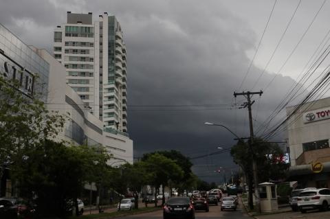 Defesa Civil emite alerta para risco de temporal em Porto Alegre
