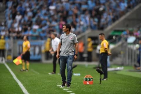 Zé Ricardo pede que a torcida não abandone o time nesta reta final