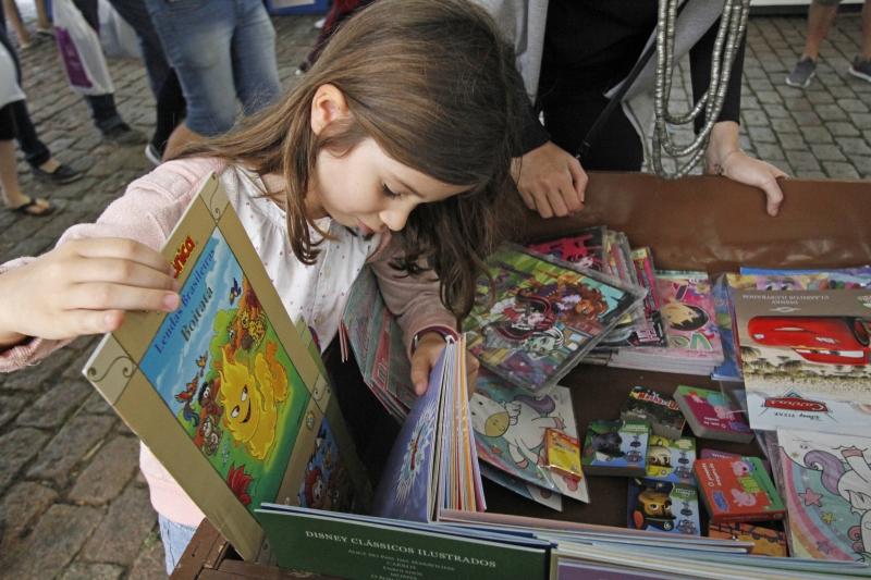 Atividade de formação é dividida em três módulos, e inclui contações de histórias para escolas públicas da Região Metropolitana