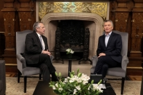 Macri e Alberto Fernández se reúnem para coordenar transição
