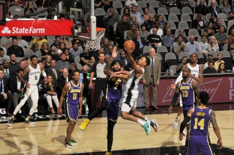Com novo 'triple-double' de LeBron, Lakers superam Spurs e vencem a 5ª seguida