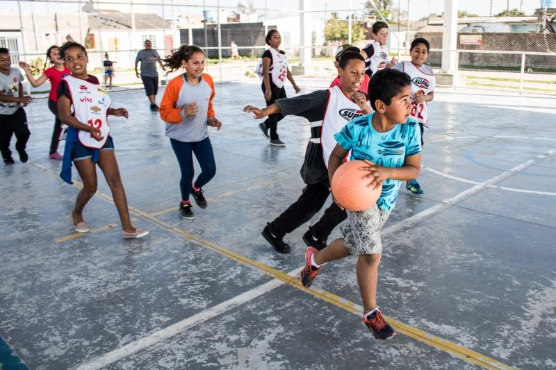 Iniciativa reúne jovens de oito a 14 anos no Ginásio Municipal e mira a redução dos índices de obesidade