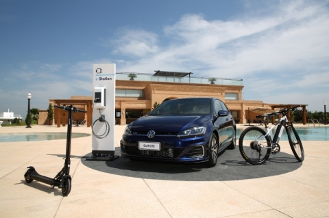 Junto com Golf híbrido, Volkswagen lança bicicleta e patinete elétricos