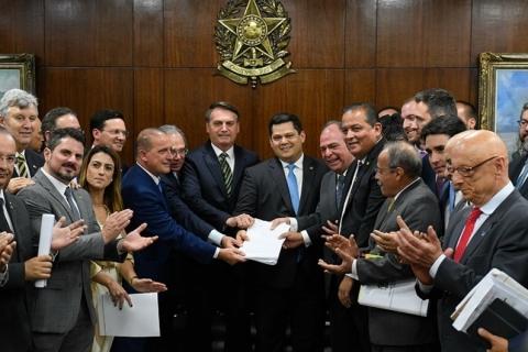 Bolsonaro diz esperar ter pacote econômico aprovado até meados de 2020