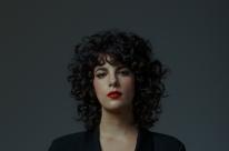 Cantora e compositora Céu lança quinto disco de estúdio em show no Opinião