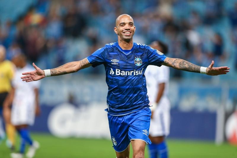 Diego Tardelli anotou o primeiro gol do Grêmio na noite