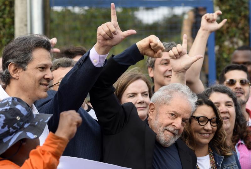 'Vocês eram o alimento da democracia de que precisava para resistir', disse Lula aos militantes