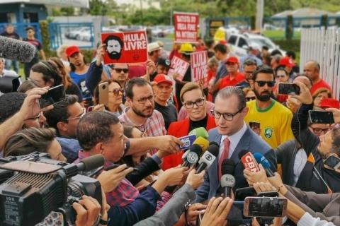 Defesa de Lula protocola pedido de soltura do ex-presidente