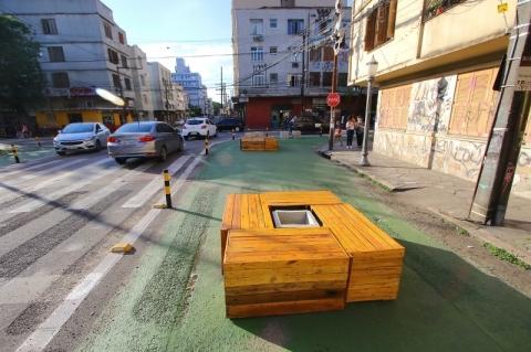 Primeira Rua Completa de Porto Alegre ganha mobiliário