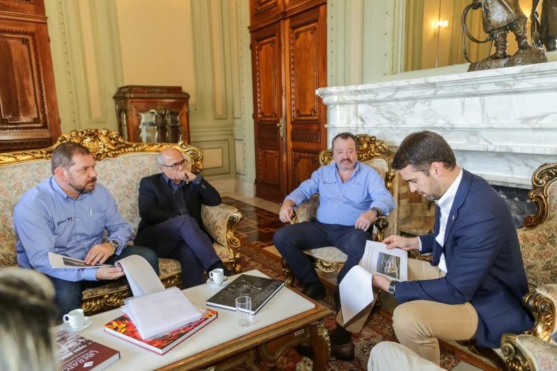 Direção do grupo se reuniu com Leite para detalhar investimentos e incentivos
