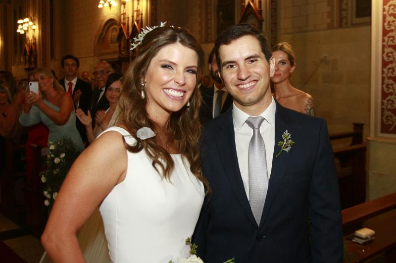 Os noivos Juliana Brenner e Tiago Rotta Ely