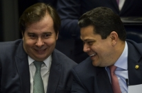 Apesar do veto da Constituição, STF já tem quatro votos para liberar reeleição de Maia e Alcolumbre