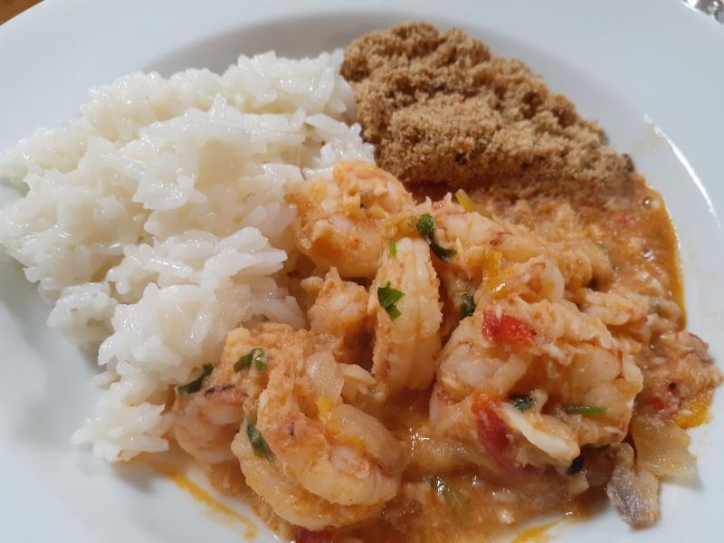 VIV GASTRONOMIA - VIA E-MAIL Jantar de outubro do Juvenil Club Gourmet teve camarões como prato principal - acompanhados por arroz branco e farofa Foto CPM Especial JC