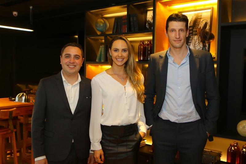 Fabiano Ecco, Juliana Sesti Paz e Roberto Minuzzi recepcionaram os convidados