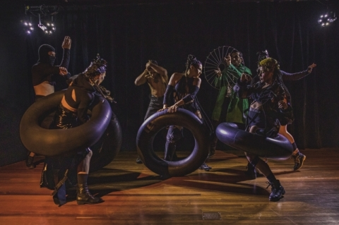 Espetáculo promove diálogo da cultura popular com a dança urbana