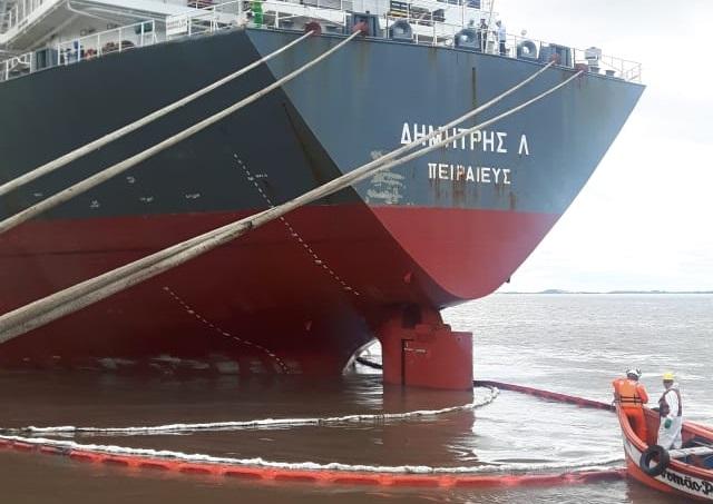 Vazamento ocorreu na quarta-feira de navio grego que está atracado no terminal de grãos Termasa