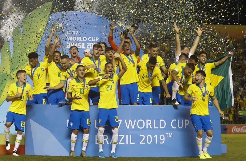 Jogadores comemoram título mundial