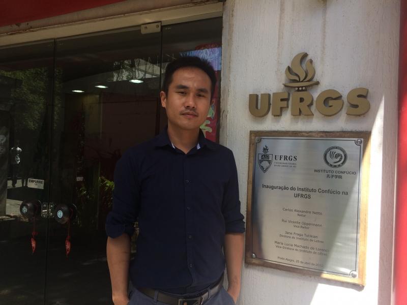 Liu Zhiming professor do Instituto Confucio, em Porto Alegre