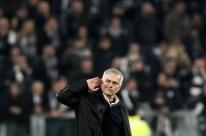 Tottenham anuncia o português José Mourinho como novo técnico
