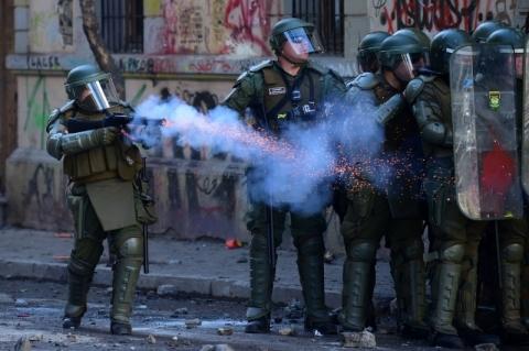 Polícia chilena suspende uso de balas de borracha