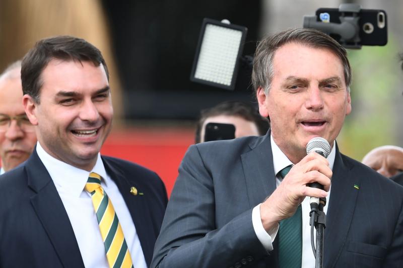 Presidente da República (d) comandará o partido; Flávio será o vice