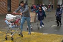 Presidente da Colômbia decreta toque de recolher na capital em meio a protestos