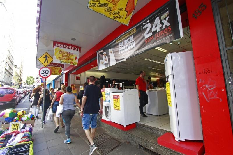 Entidade defende fechamento de lojas no País, com exceção de supermercados e farmácias