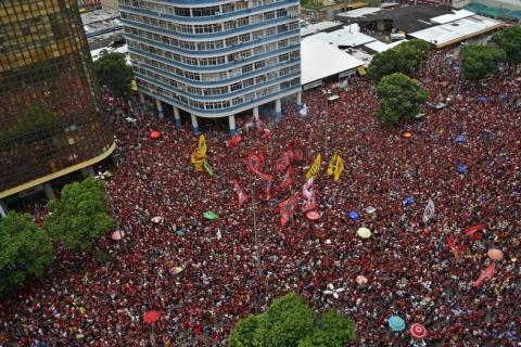 Flamengo chega ao Rio para comemorar Libertadores com a torcida nas ruas
