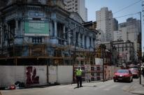 Trânsito no entorno da Casa Azul é parcialmente liberado no Centro de Porto Alegre