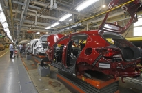 Indústria cresce 1,2% em novembro, sétima alta consecutiva, afirma IBGE