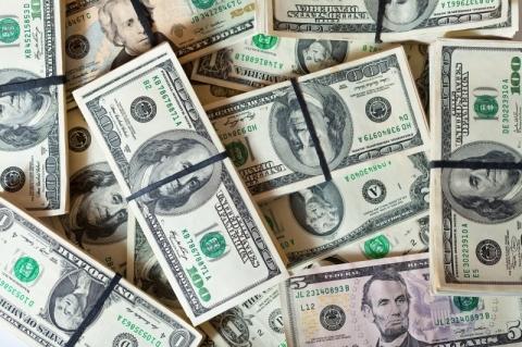 Dólar recua com aumento de apostas em corte de juros pelo Fed por coronavírus