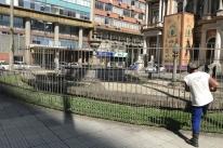 Prefeitura reduz altura da grade que cerca Fonte Talavera