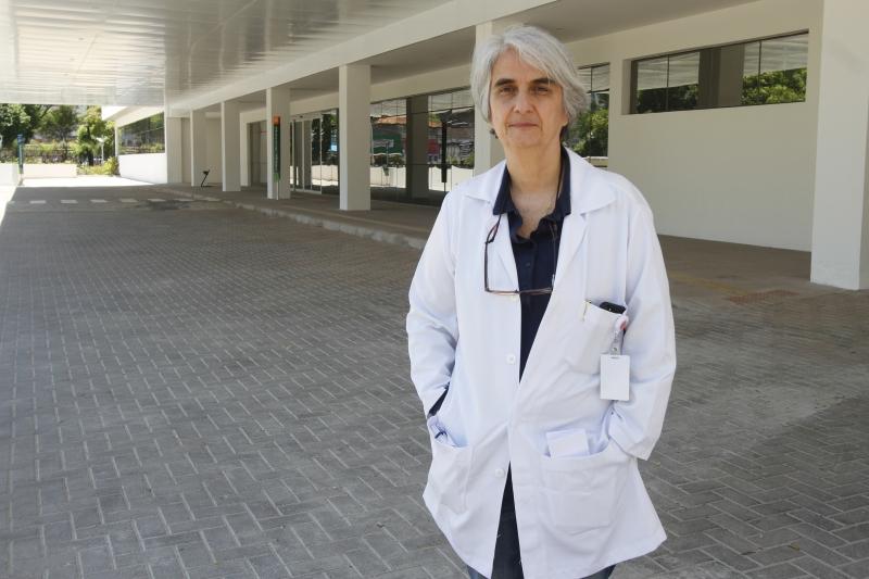 'As medidas restritivas adotadas não estão funcionando', adverte Nadine, sobre aumento de doentes