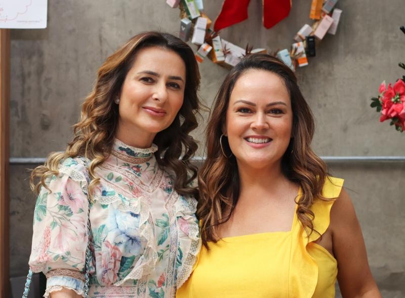 Roberta Zaffari Townsend e Alessandra Sebenelo no Bazar de Natal Guirlandas do Bem, na Galeria Casa Prado