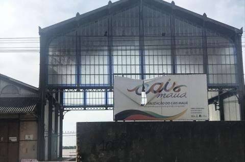 Marcas da deterioração e incerteza estão na fachada do Cais Mauá
