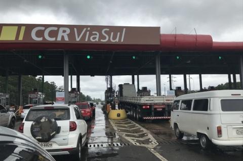 Freeway deve receber 186 mil veículos até sábado rumo ao Litoral