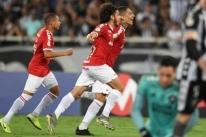 Inter derrota Botafogo no Rio e fica mais perto da vaga na Libertadores