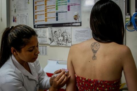 Campanha contra o sarampo vacina 1,4 mil jovens em Porto Alegre