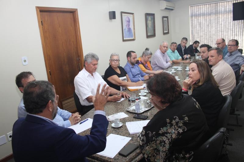 Com presença de lideranças nacionais, diretório estadual pedetista definiu orientação de voto aos projetos