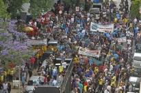 Servidores de categorias militares e esposas protestam contra pacote de Leite