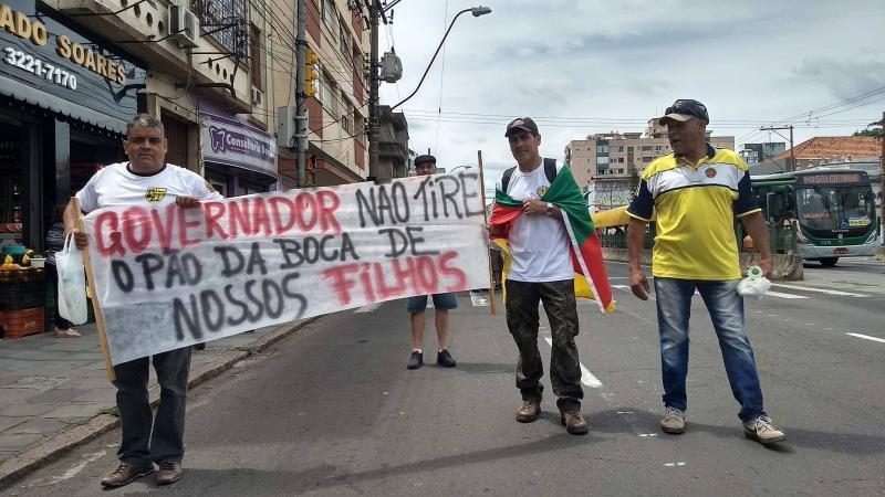 Trabalhadores de carreira militar ocuparam duas faixas da João Pessoa com carro de som e cartazes