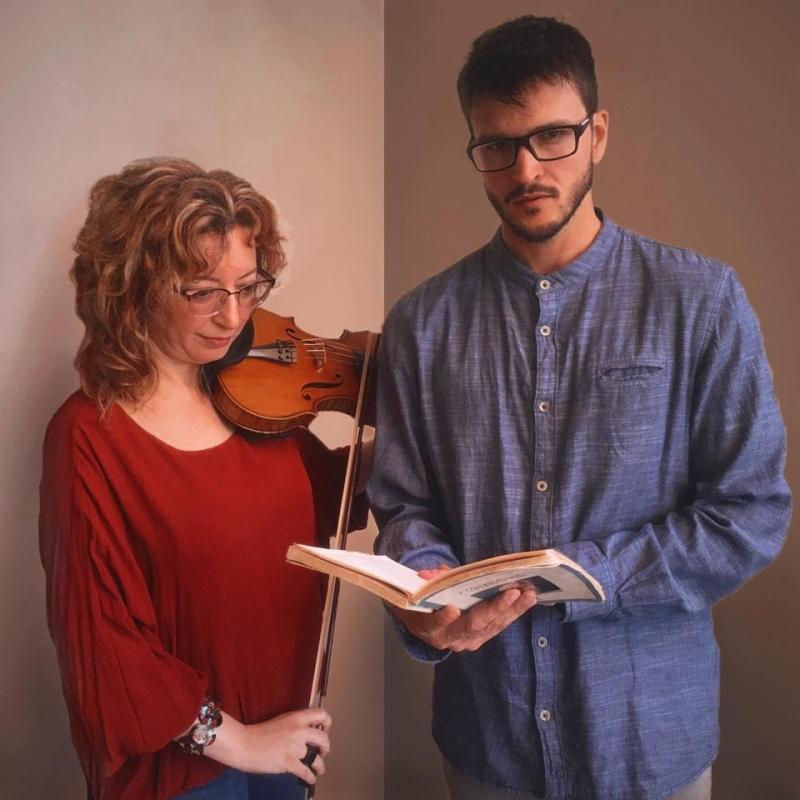 Violinista e ator, em formato de declamação, interpretam trechos de músicas incidentais