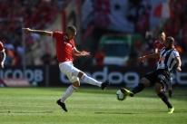 Com gol nos minutos finais, Inter encerra Brasileirão vencendo Atlético-MG