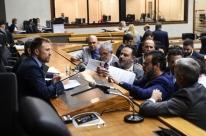 Prefeitura indenizará servidores por atraso do 13°