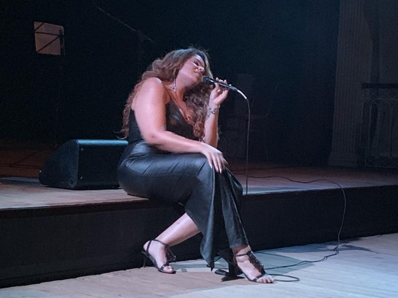 Cantora se apresenta neste sábado no Teatro do CHC Santa Casa