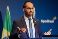 Nos EUA, presidente de Comissão critica embaixador por defesa a Eduardo Bolsonaro