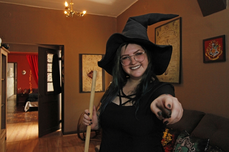 Entrevista e gravação com a proprietária do Airbnb temático do Harry Potter