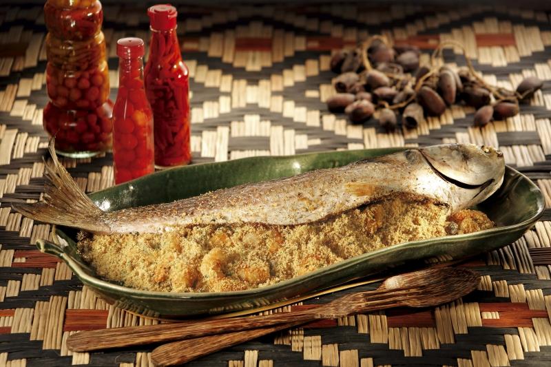 {'nm_midia_inter_thumb1':'https://www.jornaldocomercio.com/_midias/jpg/2019/12/23/206x137/1_viv_gastronomia___homem_na_cozinha___tainha_recheada_com_farofa_de_camarao_foto_yoki_divulgacao-8939030.jpg', 'id_midia_tipo':'2', 'id_tetag_galer':'', 'id_midia':'5e01204d98fea', 'cd_midia':8939030, 'ds_midia_link': 'https://www.jornaldocomercio.com/_midias/jpg/2019/12/23/viv_gastronomia___homem_na_cozinha___tainha_recheada_com_farofa_de_camarao_foto_yoki_divulgacao-8939030.jpg', 'ds_midia': 'HOMEM NA COZINHA - TAINHA RECHEADA -  YOKI DIVULGAÇÃO', 'ds_midia_credi': 'YOKI DIVULGAÇÃO/JC', 'ds_midia_titlo': 'HOMEM NA COZINHA - TAINHA RECHEADA -  YOKI DIVULGAÇÃO', 'cd_tetag': '1', 'cd_midia_w': '800', 'cd_midia_h': '533', 'align': 'Left'}