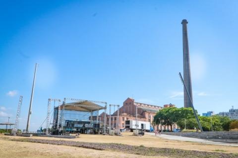 Porto Alegre começa a montar palco para Réveillon na orla