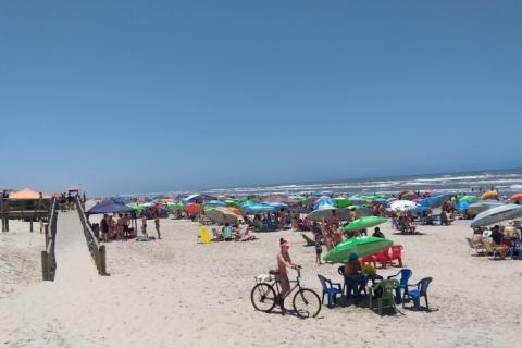 Praias do Litoral Norte gaúcho lotam com temperatura acima de 40ºC